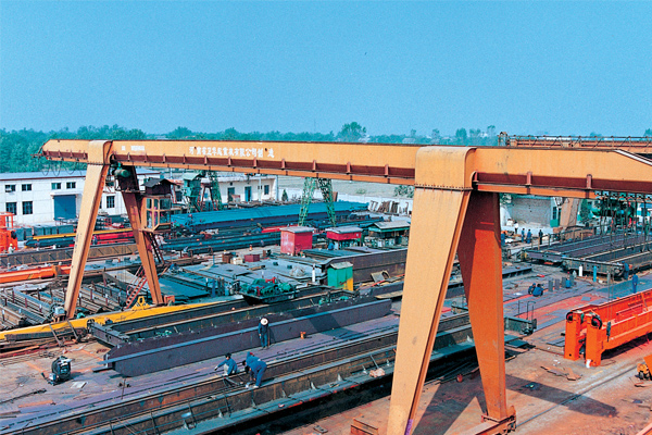 Gantry-Crane-with-Electric-Hoist