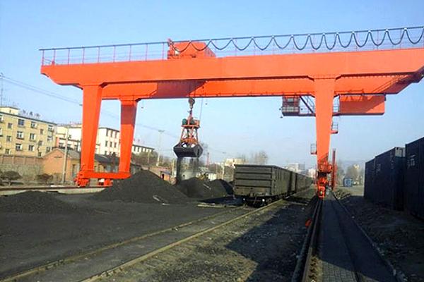 gantry-crane-with-grab