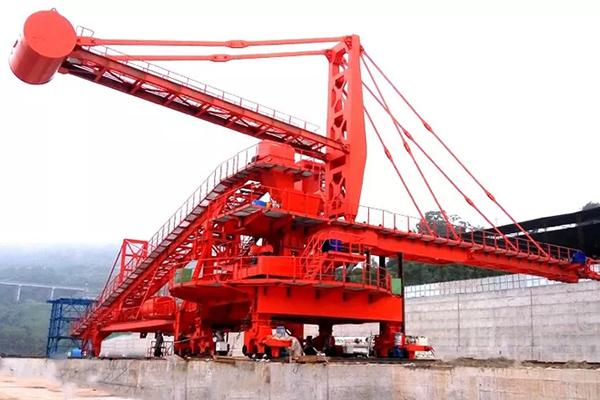 hydraulic-pitch-stacker