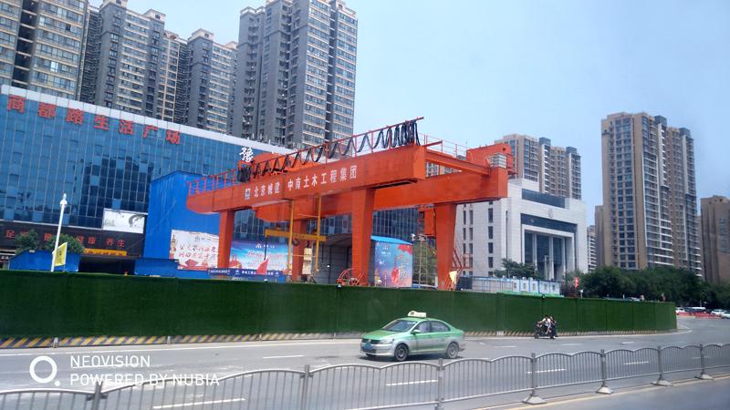 metro-line-construction-crane