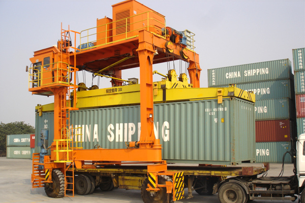 tire-container-Ferry-crane